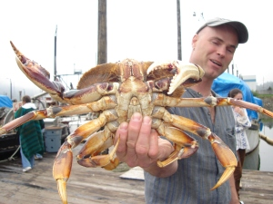 Scott buying live dungeness crab on the dock